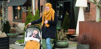 Der Fußsack von Baby's Only hält nicht nur die Kleinen warm, sondern ist in Senfgelb auch ein stylisches Accessoire.