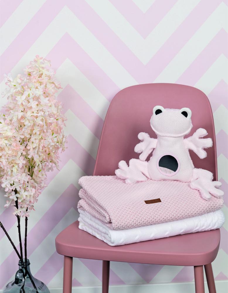 Baby's Only bietet allerhand Textilien für die Babyerstausstattung: Vom Fußsack über Deckchen bis hin zu Plüschtieren.
