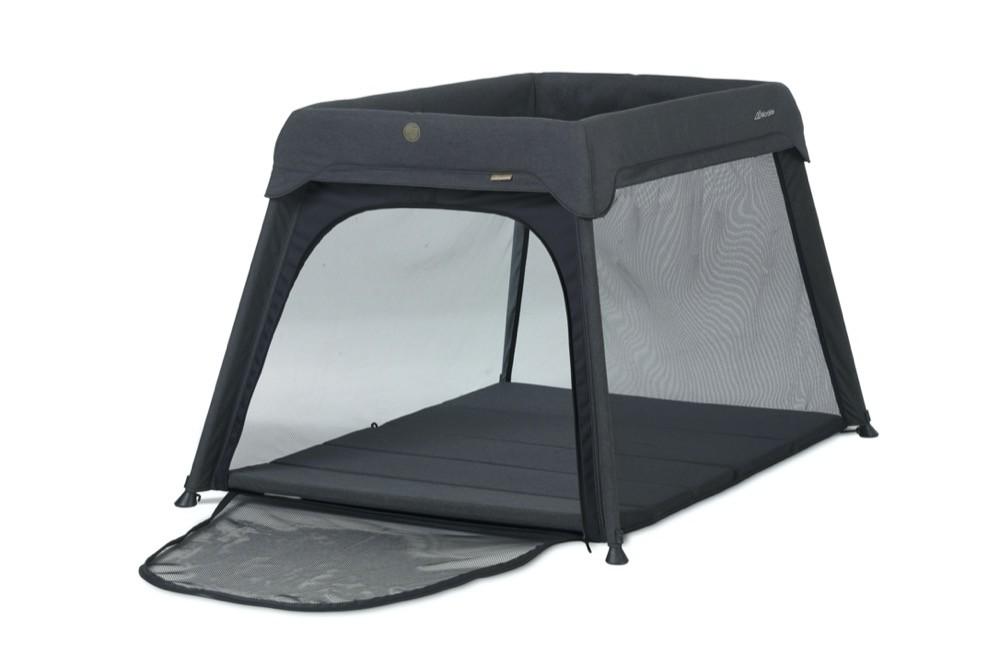 Das hochwertige 3-in-1-Reisebett von Micralite ist für Neugeborene und Kinder bis zwei Jahre. Es ist auch als Laufstall nutzbar. Ca. 200 Euro. www.micralite.com