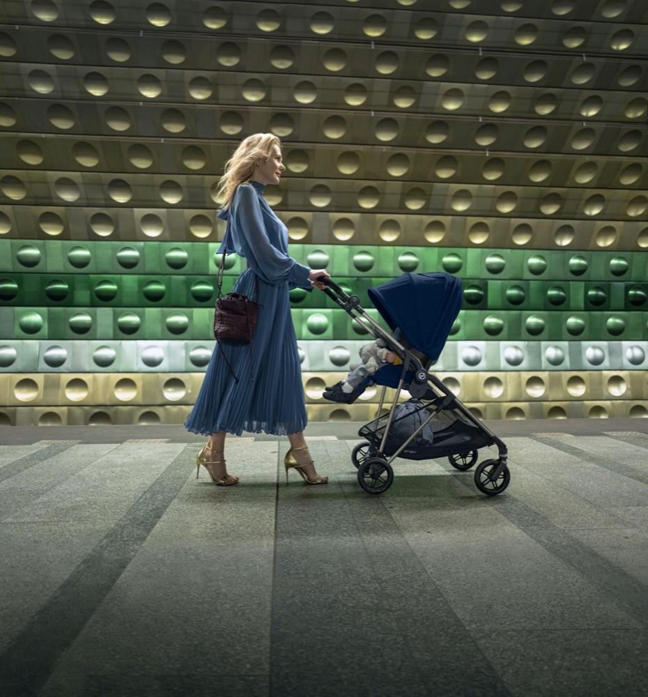 Für moderne, urbane Eltern: Der Melio Carbon von Cybex steht auch für einen besonderen Lifestyle.