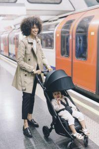 """Der """"Metro Compact City Stroller"""" von Ergobaby misst im gefalteten Zustand gerade mal  Maße 52 cm x 44 cm x 23 cm."""