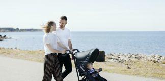 Die ersten Male auf Reisen mit dem Nachwuchs stellen Eltern vor einige Herausforderungen – den passenden Buggy zu finden ist Gold wert. / Foto: Lascal by Nordideen