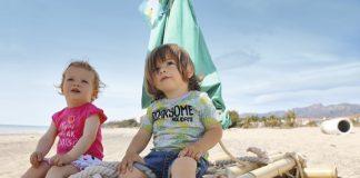 Slogans und Allover-Palmen: Blue Seven sorgt für Sommergefühle.