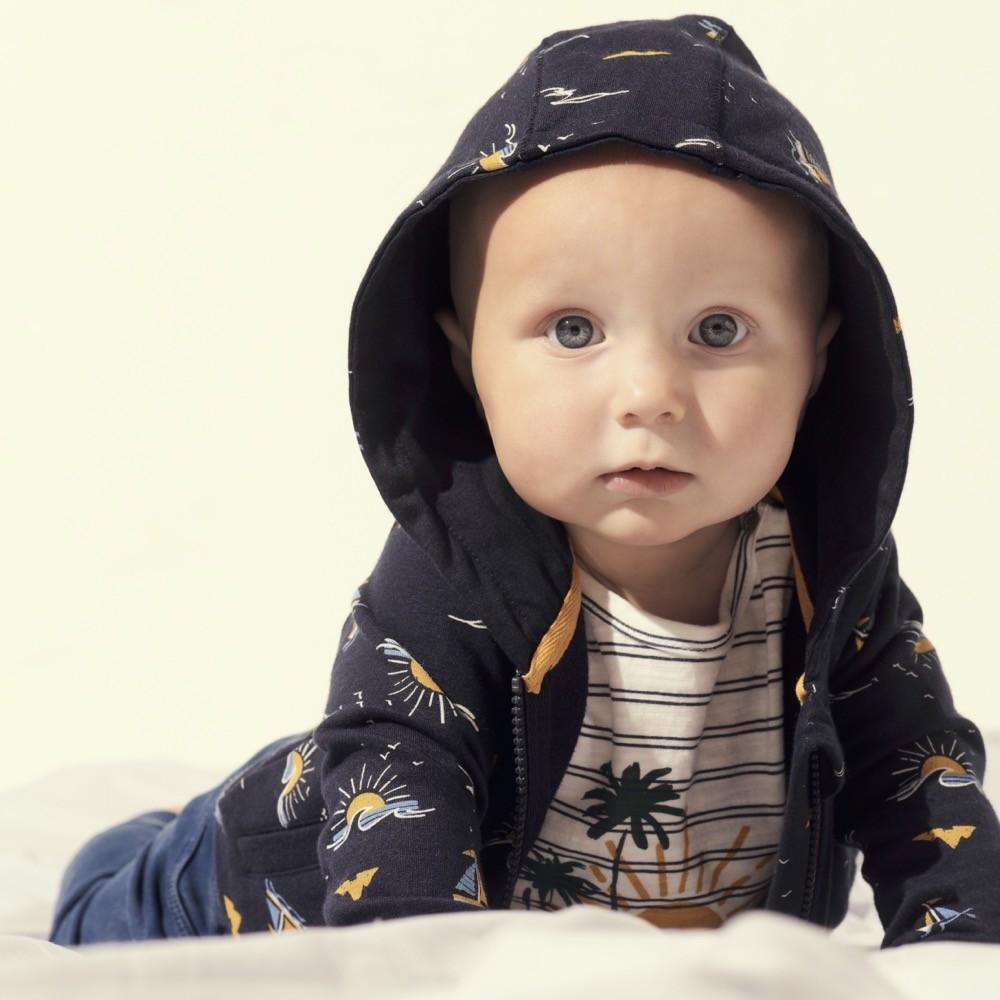 Mit Noppies der Sonne entgegen: Coole Palmen- und Meeresmotive zieren die Babymode.