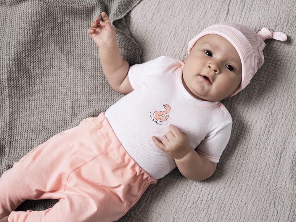 Eine ganz besondere Figur machen kleine Prinzessinen mit dem Body von Schiesser mit dem beliebten Flamingo als Motiv.