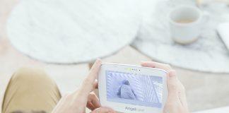 Sicher entspannen und arbeiten: Ein Babyphone geht bei vielen Momenten im Leben mit Baby zur Hand und ist ein praktisches Basic der Babyerstausstattung.