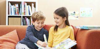 Gemeinsam lernen und entdecken: Sachbücher aller Art genießen bei Kinder große Beliebtheit. Und mit Features wie interaktiven Lernstiften (wie hier der Bookii vom Tessloff Verlag) lässt sich der Spaß noch länger halten.