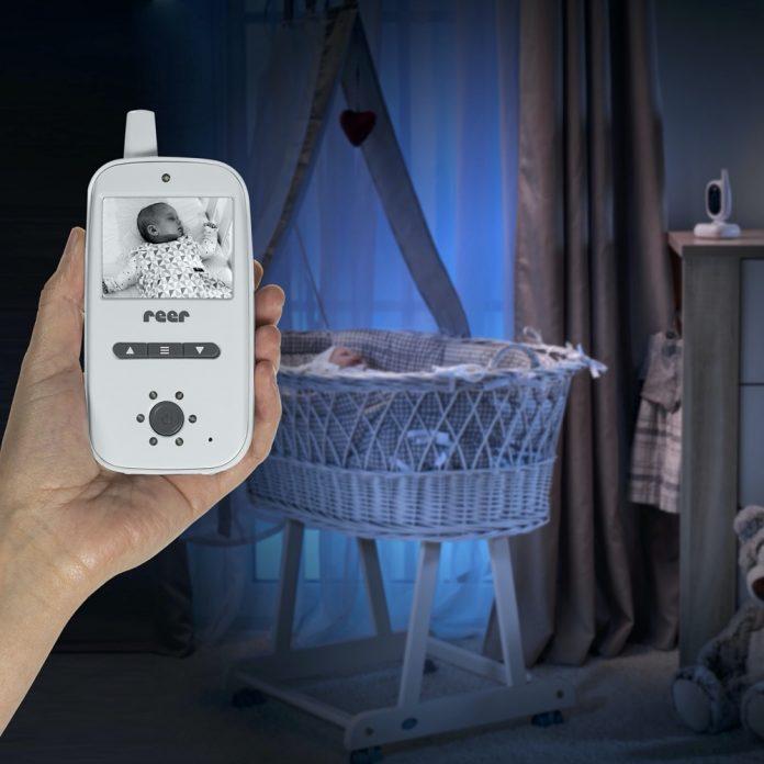 Gut gesehen: Die neuen Babyphones von Reer entlasten Eltern im Alltag mit Baby.