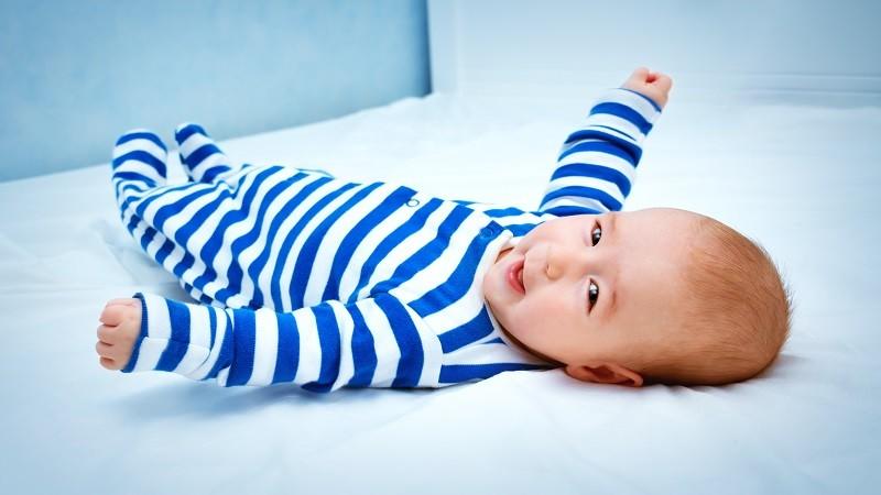 Neugeborener Junge
