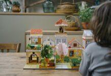 Mit Fabulabox aus Frankreich lassen sich kleine Städte aus Papier bauen.