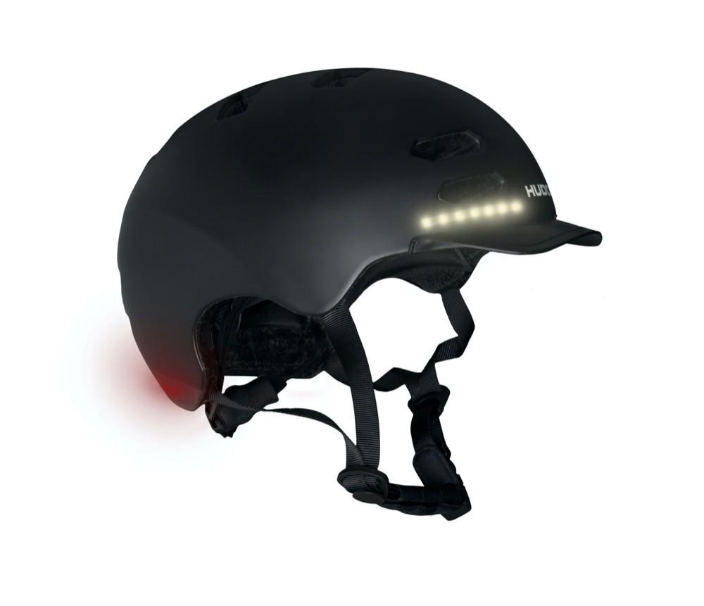 Der Skaterhelm von Hudora weist aktive LED-Leuchten auf.